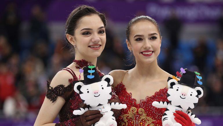 Евгения МЕДВЕДЕВА (слева) и Алина ЗАГИТОВА. Фото REUTERS