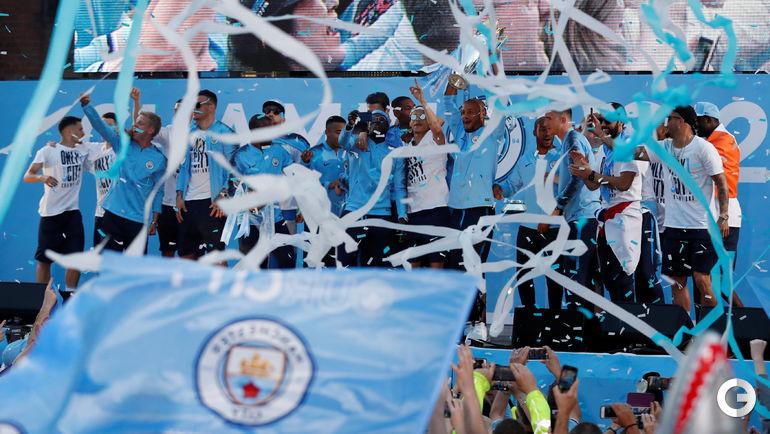 "14 мая. Манчестер. Чемпионский парад ""Манчестер Сити""."