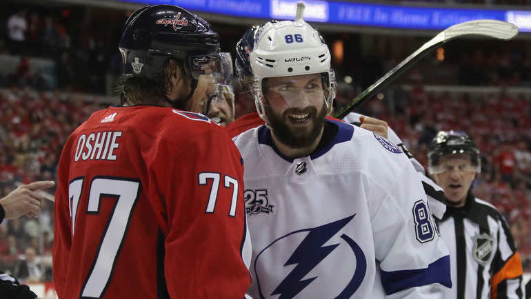 Ти Джей ОШИ и Никита КУЧЕРОВ. Фото NHL.com