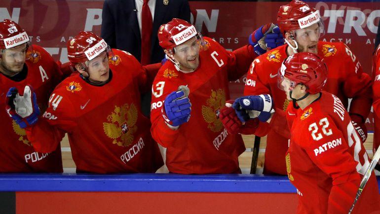 Четверг. Копенгаген. Россия - Канада - 4:5 ОТ. Павел ДАЦЮК (в центре) и его партнеры были близки к полуфиналу. Фото REUTERS