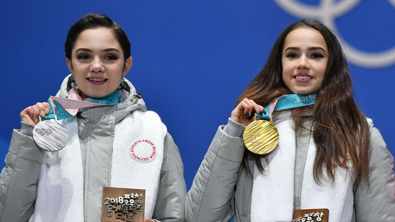 Евгения МЕДВЕДЕВА и Алина ЗАГИТОВА. Фото REUTERS