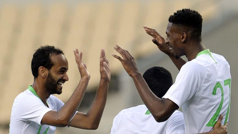 №14 - Абдуллах ОТАЙФ (слева) и Мохамед КАНУ. Фото AFP