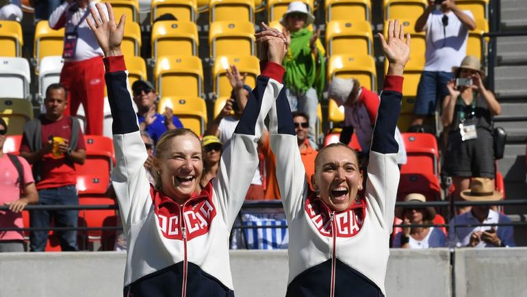 14 августа 2016 года. Рио-де-Жанейро. Екатерина МАКАРОВА и Елена ВЕСНИНА - олимпийские чемпионы. Фото AFP
