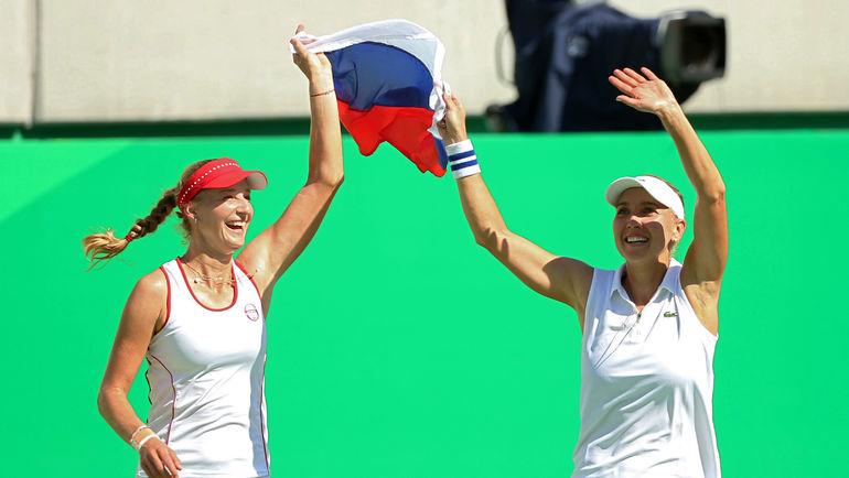 Екатерина МАКАРОВА и Елена ВЕСНИА празднуют победу на Олимпийских играх в Рио-де-Жанейро. Фото REUTERS