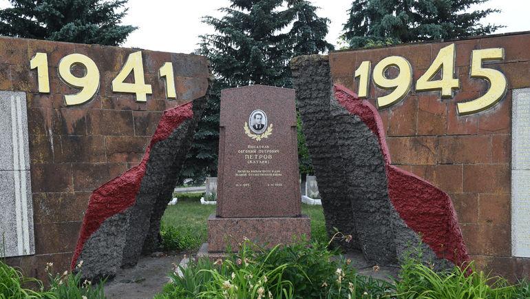 """Могила Евгения Петрова. Фото Дарья ИСАЕВА, """"СЭ"""""""