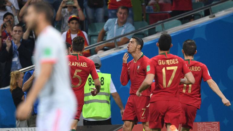 """Пятница. Сочи. Португалия - Испания - 3:3. КРИШТИАНУ РОНАЛДУ (№ 7) оформил хет-трик. Фото Дарья ИСАЕВА, """"СЭ"""""""