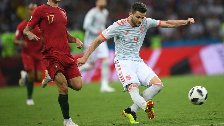 """Пятница. Сочи. Португалия - Испания - 3:3. Виллиам КАРВАЛЬЮ и НАЧО. Фото Дарья ИСАЕВА, """"СЭ"""""""