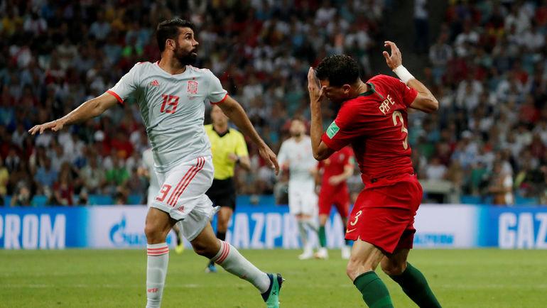 Пятница. Сочи. Португалия - Испания - 3:3. ДИЕГУ КОСТА и ПЕПЕ. Фото AFP