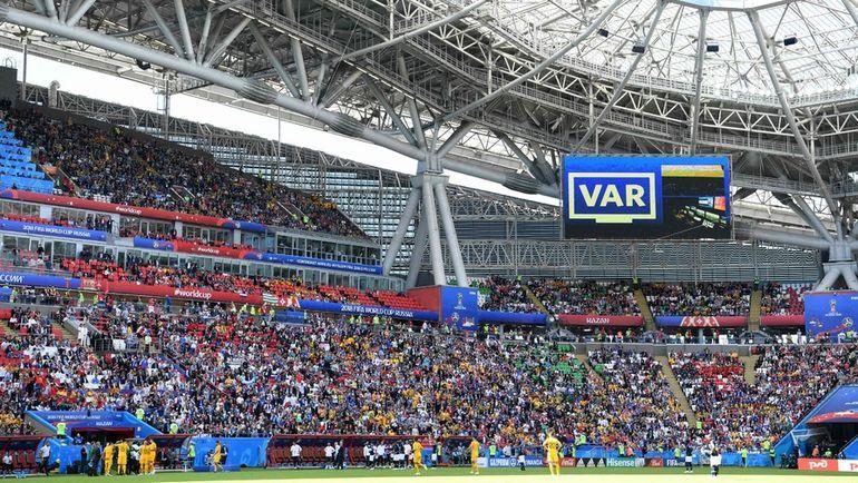 Суббота. Казань. Франция - Австралия - 2:1. Назначение пенальти с использованием ВАР. Фото AFP