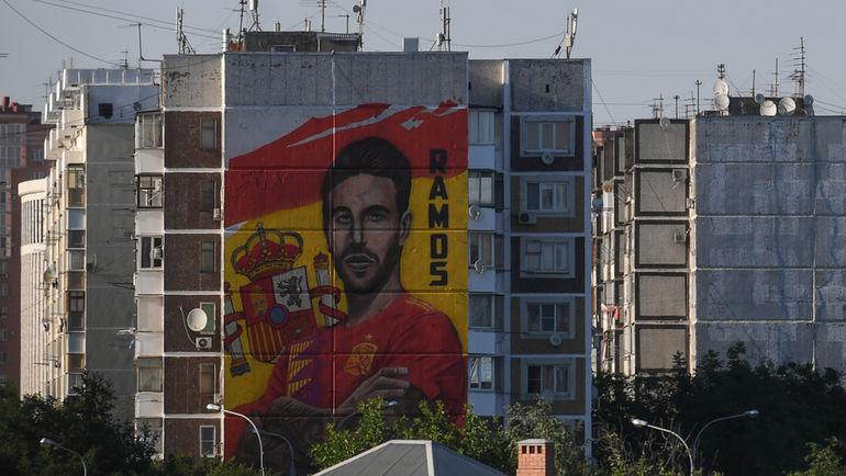 """14 июня. Краснодар. Портрет Серхио Рамоса на девятиэтажке. Футболист оценил. Оцените и вы. Фото Дарья ИСАЕВА, """"СЭ"""""""