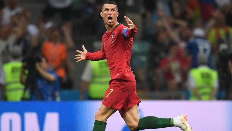 """16 июня. Сочи. Португалия - Испания - 3:3. 88-я минута КРИШТИАНУ РОНАЛДУ празднует хет-трик. Фото Дарья ИСАЕВА, """"СЭ"""""""