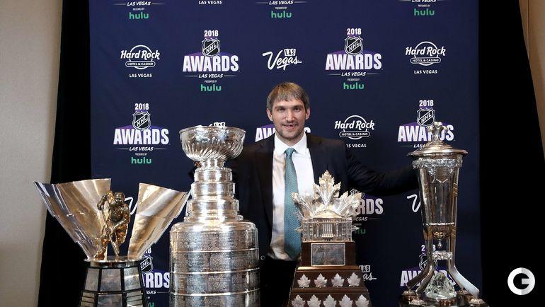 Сегодня. Лас-Вегас. Церемония вручения индивидуальных призов НХЛ. Александр ОВЕЧКИН с трофеями.