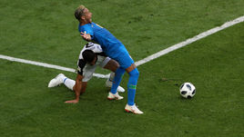 Бразилия – Коста-Рика: арбитр поверил Неймару, но потом пенальти отменил