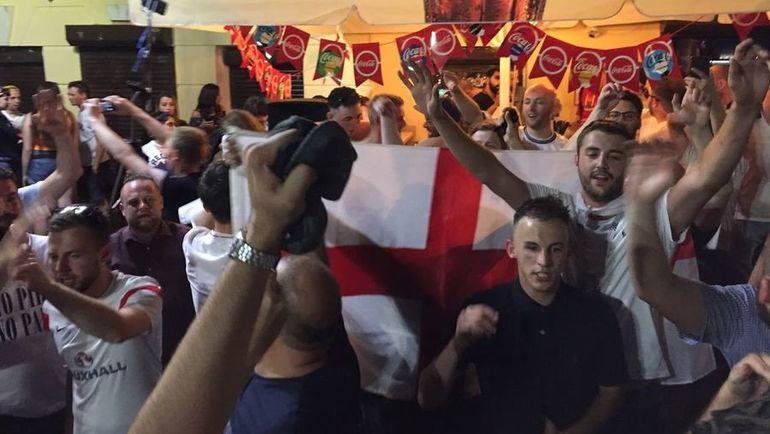 """""""Зигуют идиоты. а мы любим Россию!"""" Англичане счастливы в Нижнем Новгороде"""