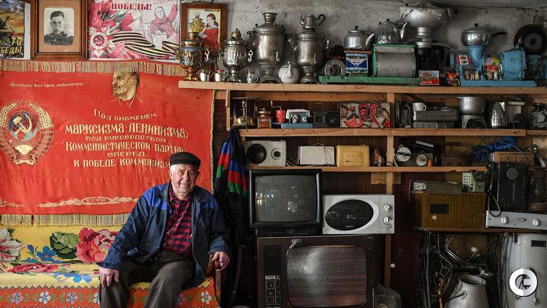 21 июня. Деревня Анненково. Геннадий Николаевич КОВЕЛЕНОВ в своем музее.
