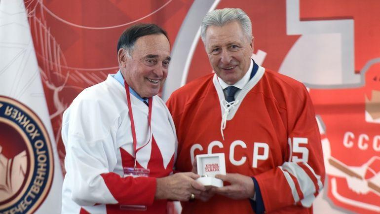 Александр ЯКУШЕВ (справа). Фото Владимир БЕЗЗУБОВ, photo.khl.ru