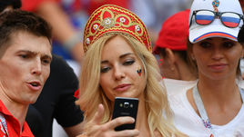 Самая красивая болельщица России на матче с Испанией