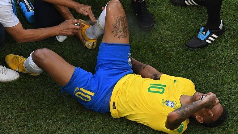 Понедельник. Самара. Бразилия - Мексика - 2:0. НЕЙМАР забил гол, сделал результативную передачу и вновь получил по ногам. Фото AFP