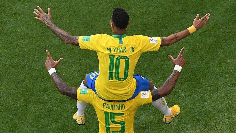 2 июля. Самара. Бразилия - Мексика - 2:0. НЕЙМАР и ПАУЛИНЬЮ празднуют гол.