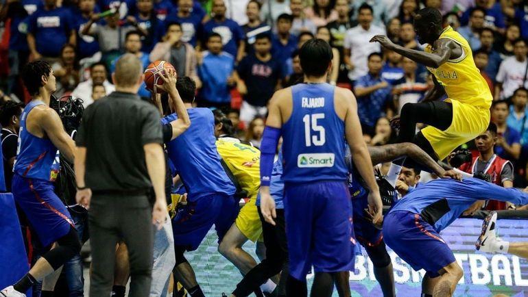 Баскетбольный матч Австралии иФилиппин завершился массовой потасовкой