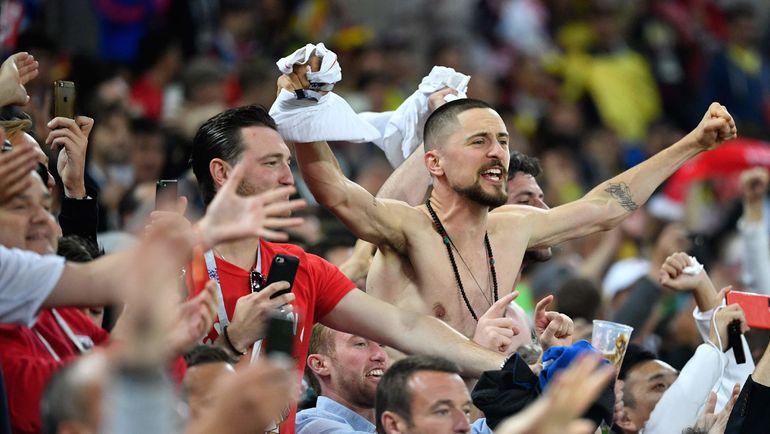 Вторник. Москва. Тушино. Колумбия - Англия - 1:1, пенальти - 3:4. Болельщики сборной Англии празднуют победу. Фото AFP