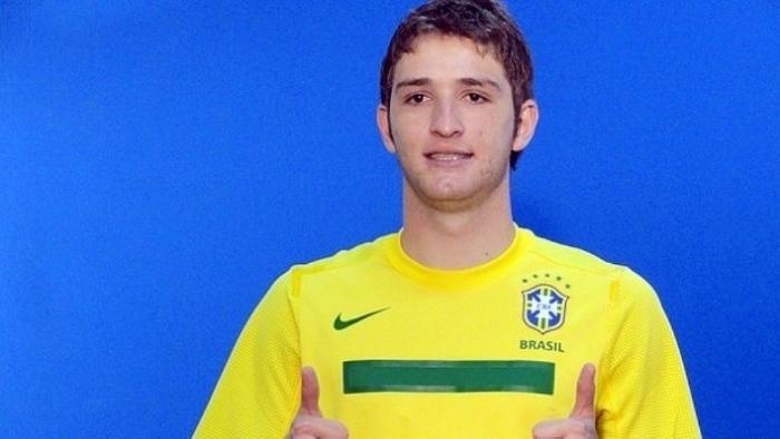 МАРИУ ФЕРНАНДЕС в форме сборной Бразилии. Фото ESporte