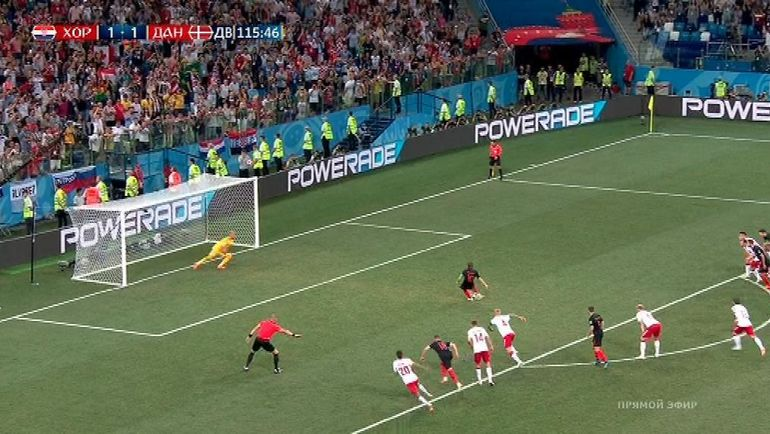 Так Каспер Шмайхель отразил пенальти в дополнительное время матча Дании с Хорватией.