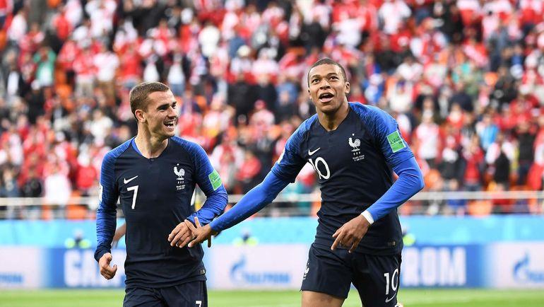 Лидеры сборной Франции Антуан ГРИЗМАНН (№ 7) и Кильян МБАППЕ. Фото AFP
