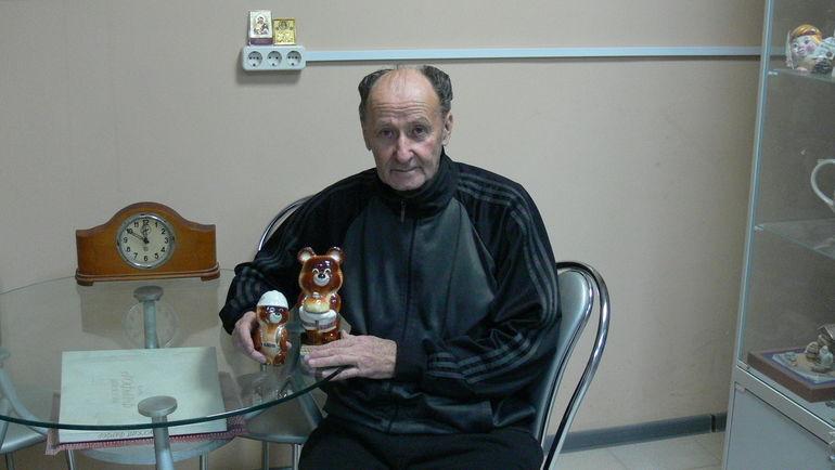 Художник-фарфорист Виктор РОПОВ.