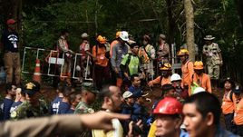 Во время операции по спасению юных футболистов в Таиланде погиб дайвер. Подробности