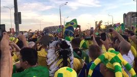 Бразильские болельщики жгут в Казани