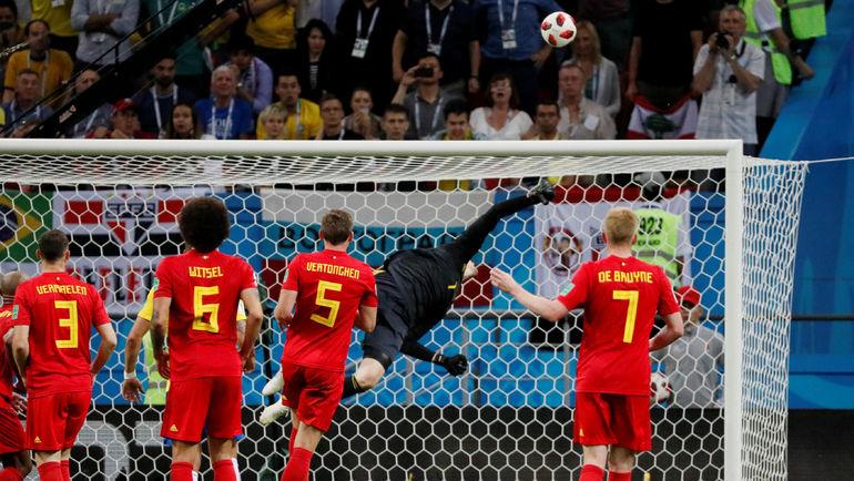 Невероятный сэйв Тибо КУРТУА в концовке матча. Фото AFP