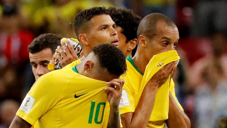 Расстроенные бразильцы после матча. Фото AFP