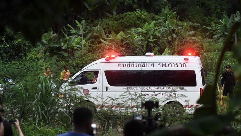 Операция по спасению детей. Фото AFP