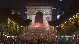 Сумасшествие в Париже. Вся Франция отмечает выход в финал