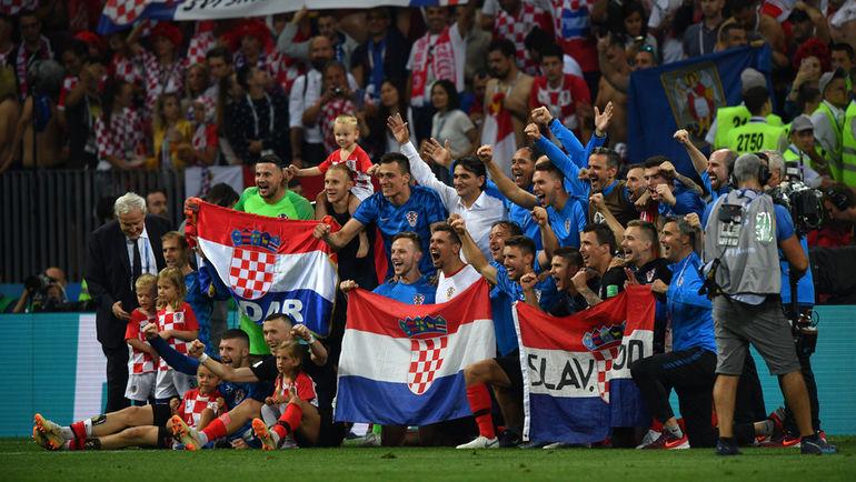 """Вчера. Москва. Лужники. Хорватия - Англия - 2:1 д.в.. Хорваты празднуют победу и выход в финал. Фото Александр ФЕДОРОВ, """"СЭ"""""""