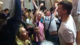 Русские и аргентинские болельщики в центре Москвы: что они вытворяют