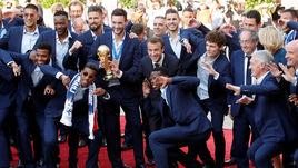 Как Париж встретил чемпионов. Сборная Франции вернулась на родину