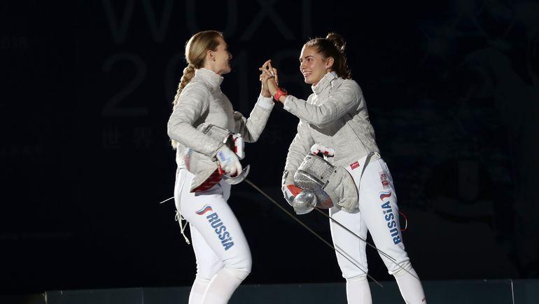 Софья ВЕЛИКАЯ (слева) поздравляет Софию ПОЗДНЯКОВУ после финала. Фото AFP