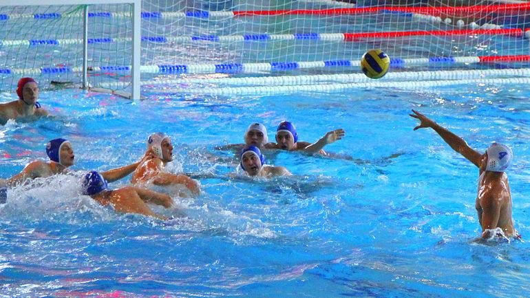 Соревнования по водному полу. Фото Михаил ПОПОВ.