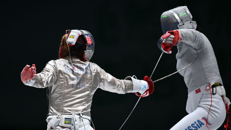 Вчера. Уси. Яна ЕГОРЯН (справа) против француженки Манон БРЮНЕ в финале командных соревнований. Фото AFP