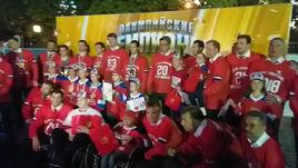 Хоккеисты дарят подарки детям с синдромом Дауна