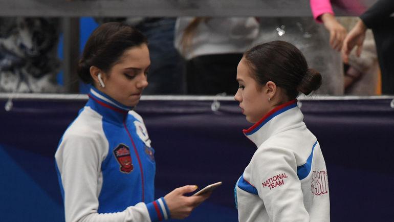 """Евгения МЕДВЕДЕВА (слева, справа - Алина ЗАГИТОВА). Фото Александр ФЕДОРОВ, """"СЭ"""""""