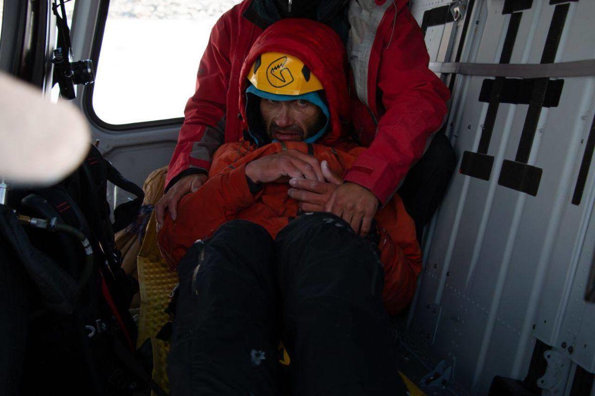 Один на горе. Российский альпинист провел неделю без еды на отвесной скале