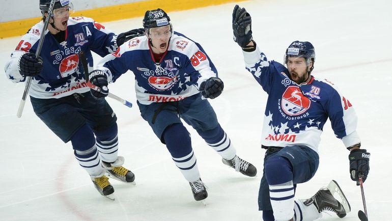 Каспарс ДАУГВИНЬШ (справа). Фото photo.khl.ru