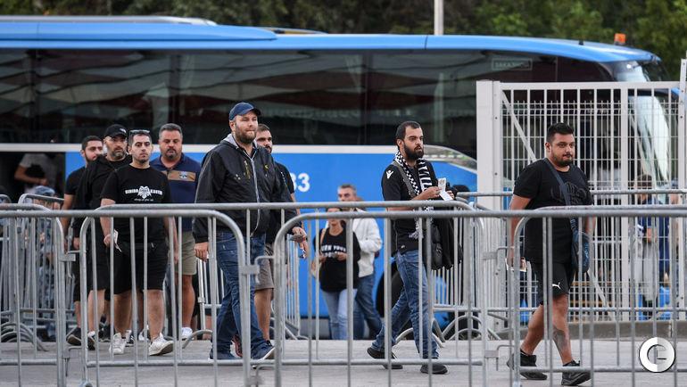 Вторник. Москва. Болельщики ПАОК преихали на игру в Тушино. На автобусе.