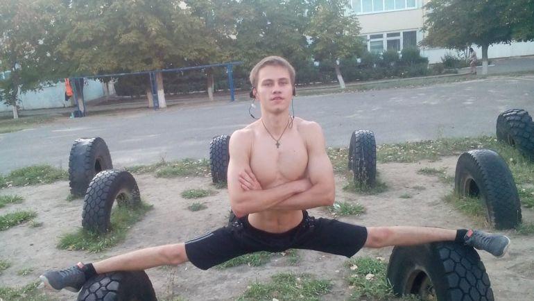 Виктор ОЖЕРЕЛЬЕВ.