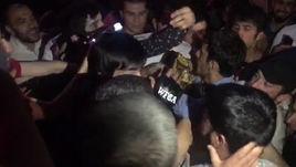 Таджикского бойца чуть не растерзала ликующая толпа