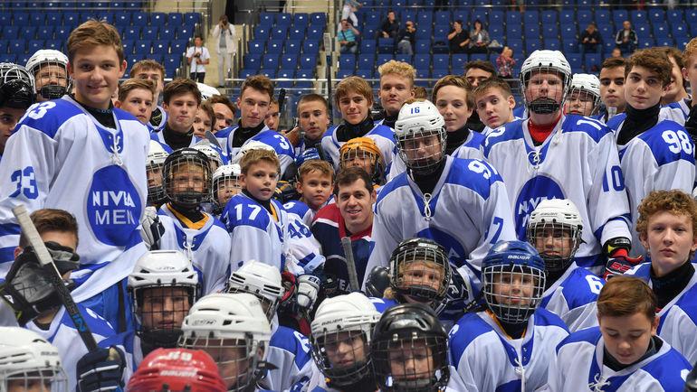 Евгений МАЛКИН (в центре) со своей командой.