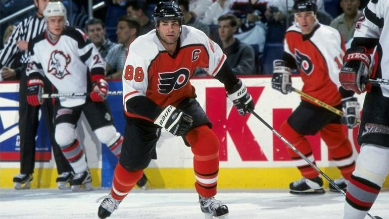 Эрик ЛИНДРОС. Фото НХЛ
